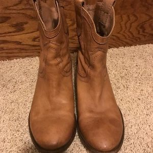 Frye Shoes - Frye Carson Short Tan Leather Pull-on Boots